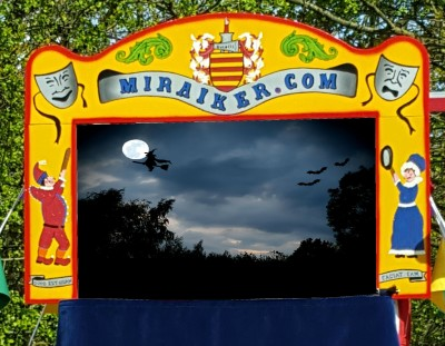 Mr Punch, Punch and Judy, puppet, puppet show, puppetry, Miraiker, Miraiker's World of Puppets, puppet maker, carved puppet, wooden puppet, Punch and Judy booth, puppet booth, aluminium booth, aluminium frame, scenery, background, proscenium, proscenium arch, Halloween, spooky, October